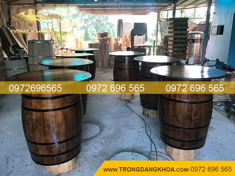 thùng gỗ sồi làm bàn hầm rượu