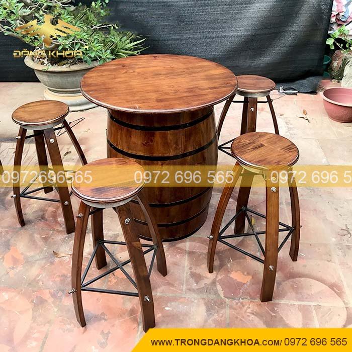 Thùng gỗ trang trí quán cafe 2021
