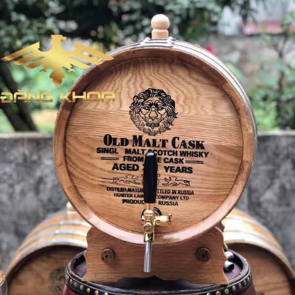 Thùng gỗ sồi ngâm rượu 20l là loại thùng phù hợp nhất nhất cho hộ gia đình ngâm ủ rượu để sử dụng dần, thứ nhất với dung tích 20l thì đủ để dùng trong các trường hợp khách đến nhà chơi hoặc phục gia đình những ngày nghỉ lễ tết, ngoài ra với dung tích 20l thì chiếc thùng này rất phù hợp với việc trưng bày trên bàn phòng khách