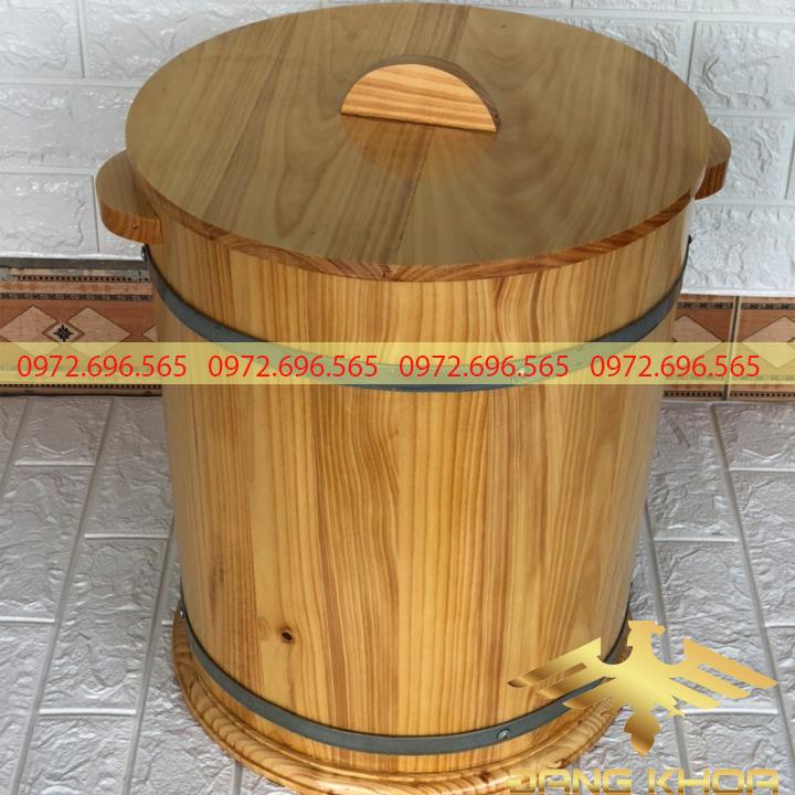 Thùng gỗ đựng gạo tại cơ sở trống Đăng Khoa