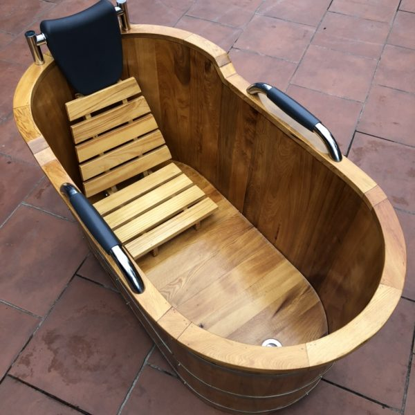 Giá bồn tắm gỗ thông có tay nắm dáng nằm