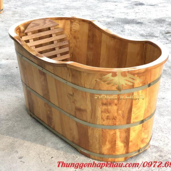Thiết kế sang trọng của bồn tắm gỗ oval
