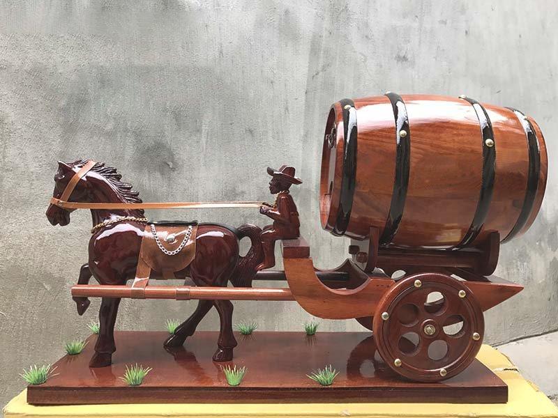 Thông tin chi tiết về xe ngựa kéo pháo trống rượu vang