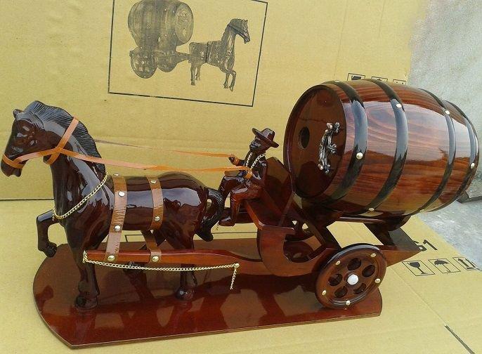 Xe ngựa kéo trống rượu vang thích hợp để trưng bày